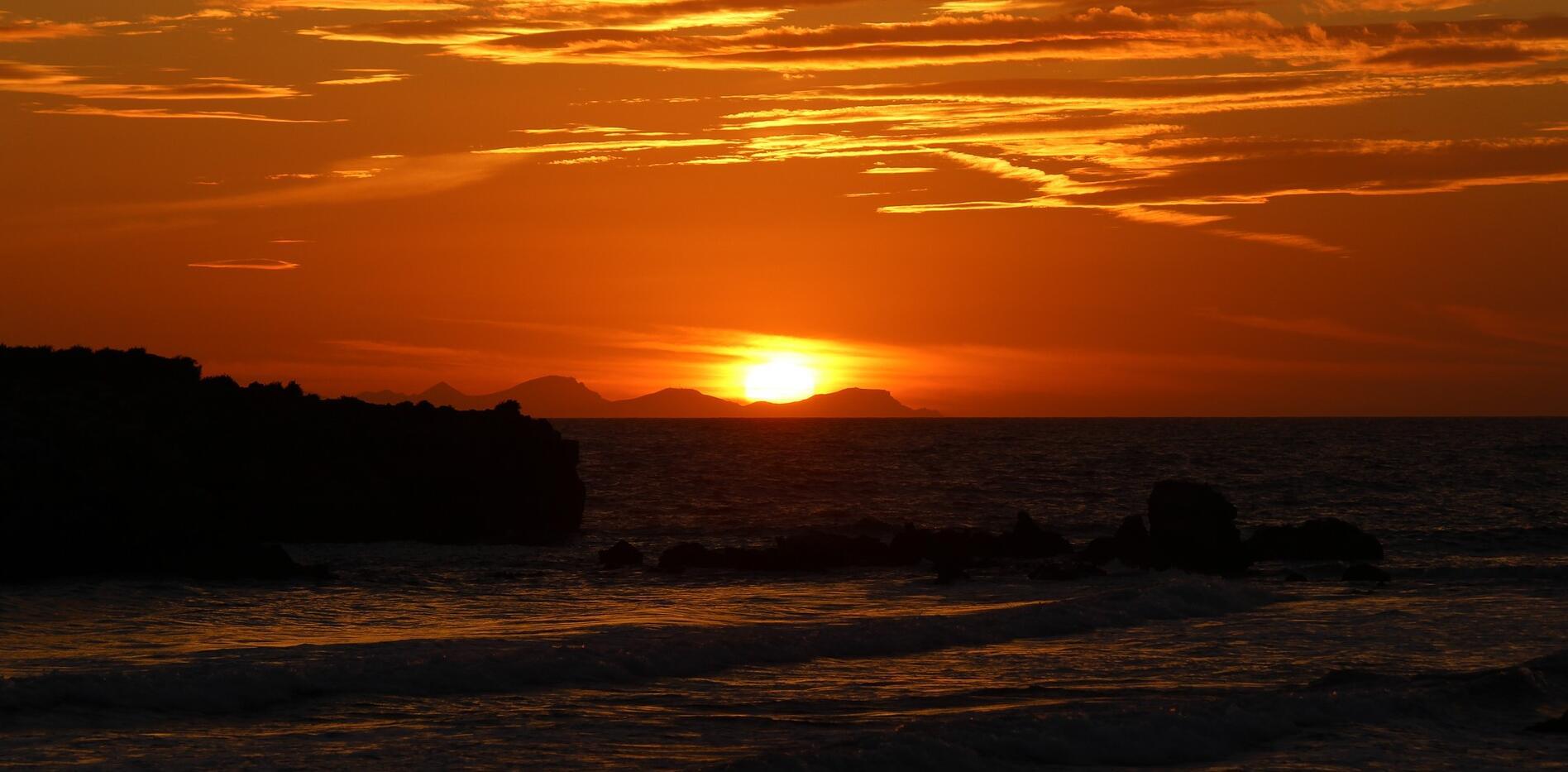 Cala Santandria - combine beach life and city life